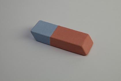 Une gomme pour rien - Jean-Jacques Dumont / Faïence engobée - 6x3x1cm - 50 exemplaires - 50 €