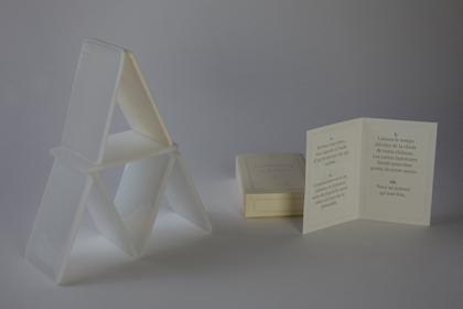 Destiny's child - Morgan Fortems / 6 pièces en verre opalin fusionné et taillé, 1pièce en résine - 8,7x5,7x0,2 cm - 12 exemplaires - 200 €