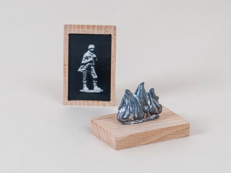 Vacille - Claire Hannicq / plomb, hêtre et photographie argentique - 6x4x4 cm - 12 exemplaires - 150 €