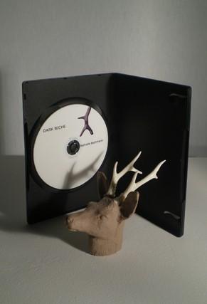Dark biche - Nathalie Bachmann / DVD Pal couleur 2 min, élastomère - 12,6x12,6x6 cm - 12 exemplaires - 250 €