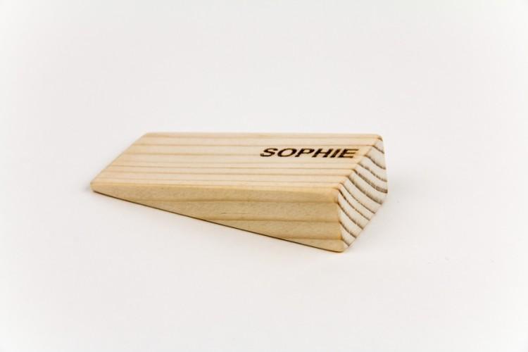 Sophie - David Arnaud / cale d'épaisseur, pin massif et gravure laser - 7,8x4x2cm - 8 exemplaires - 80€