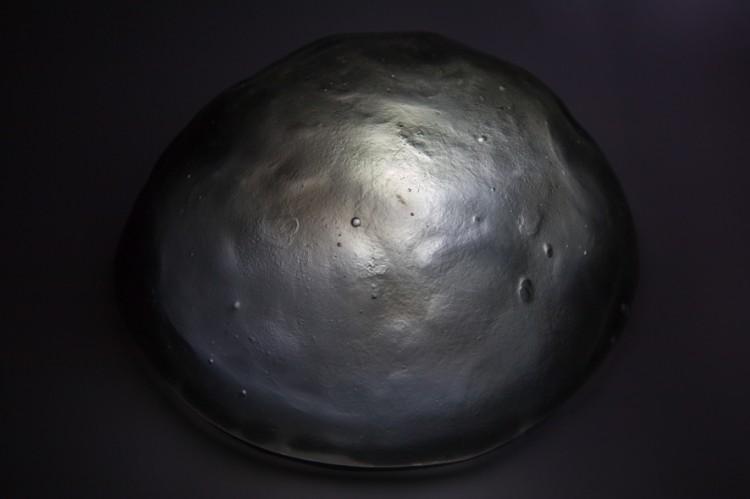 Aérolithe - Claire Hannicq / verre et système lumineux - 15x10cm - 8 exemplaires - 450€
