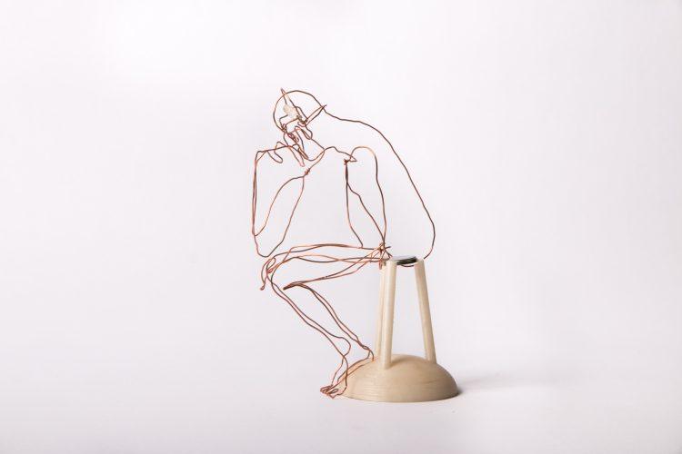 Le penseur - Simon Pérot / Fil de cuivre, impression 3D, LED et pile - 20x15x10cm - 4 exemplaires - 200€